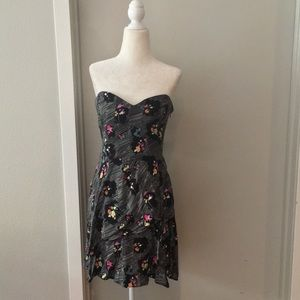 👗🆕 Urban Outfitters strapless floral dress